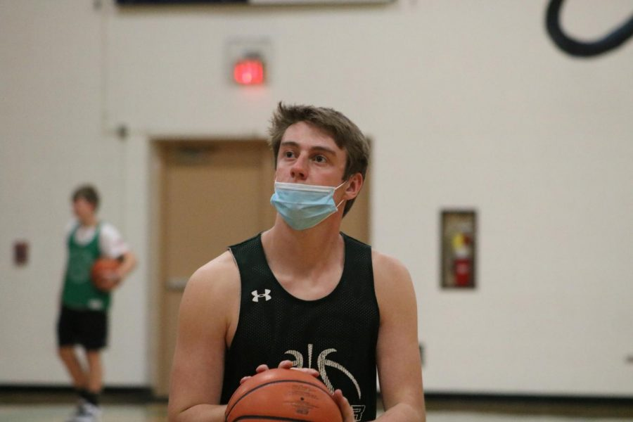 Wrestlers+Gus+Butler+and+Treyton+Sandoval+don%E2%80%99t+have+to+wear+a+mask%2C+but+basketball+player+Brenden+Baier+does.+%E2%80%9CI+think+%5Bbasketball+wearing+masks%5D+is+stupid.%0AHonestly%2C+%5Bwrestlers%5D+are+in+there+touching+each+other%2C+and+we+don%E2%80%99t+have+to+do+anything.+But%2C+%5Bbasketball+players%5D+just+touch+a+ball+and+stuff+and+they+have+to+wear+a+mask%2C%E2%80%9D+said+Sandoval.